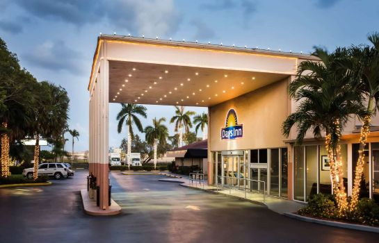 Vista exterior Days Inn by Wyndham Miami International Airport