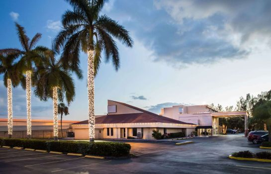 Exterior view DAYS INN MIAMI INTL AIRPORT