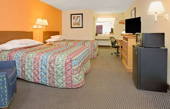 Room DAYS INN CINCINNATI EAST - 5165