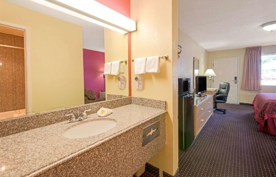 Zimmer Days Inn by Wyndham East Albuquerque