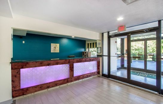 Hall Quality Inn & Suites Centerville