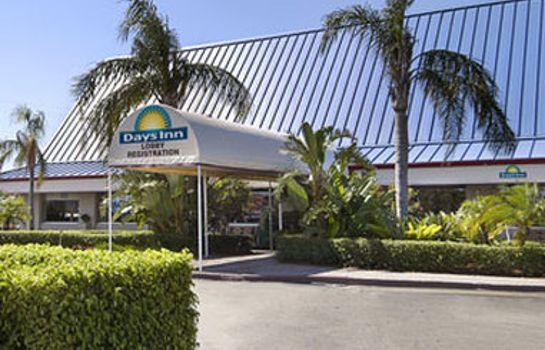 Exterior view DAYS INN WEST PALM BEACH
