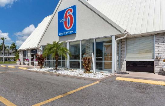 Exterior view FL Motel 6 Englewood