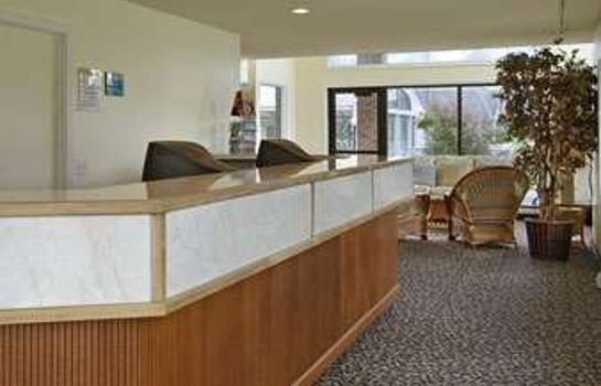 Vestíbulo del hotel Days Inn by Wyndham Mackinaw City - Lakeview