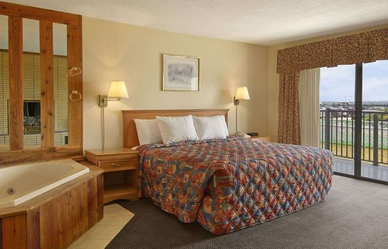 Camera DAYS INN MACKINAW CITY