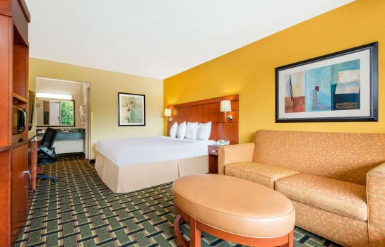 Zimmer DAYS INN KNOXVILLE EAST-CHILHO