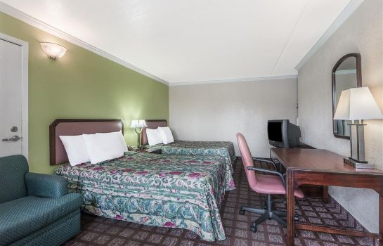 Zimmer DAYS INN DOWNTOWN-RIVERWALK AR