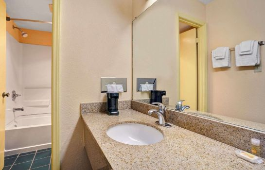 Zimmer Days Inn by Wyndham Elizabeth City