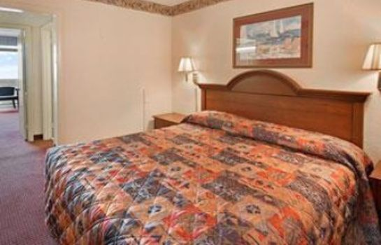Suite Days Inn by Wyndham Myrtle Beach-Beach Front
