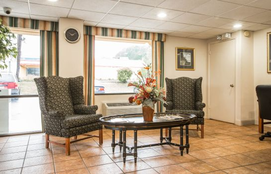 Lobby Econo Lodge Inn & Suites at Fort Benning