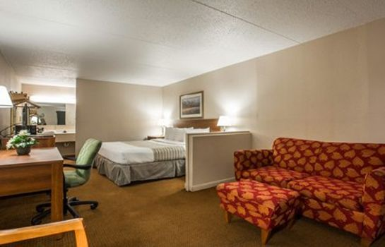 Suite Econo Lodge Inn & Suites at Ft. Benning