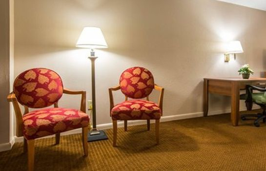 Suite Econo Lodge Inn & Suites at Fort Benning
