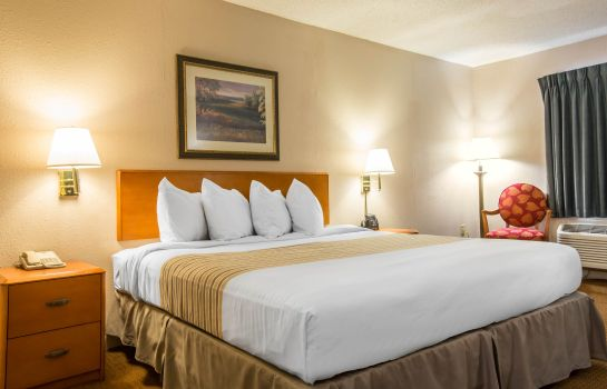 Room Econo Lodge Inn & Suites at Fort Benning