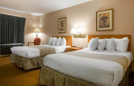 Room Econo Lodge Inn & Suites at Ft. Benning