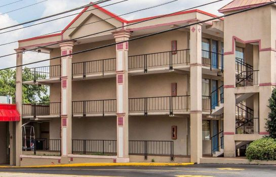 Exterior view Econo Lodge