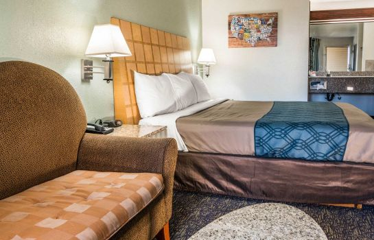 Suite Econo Lodge at Port of Portland