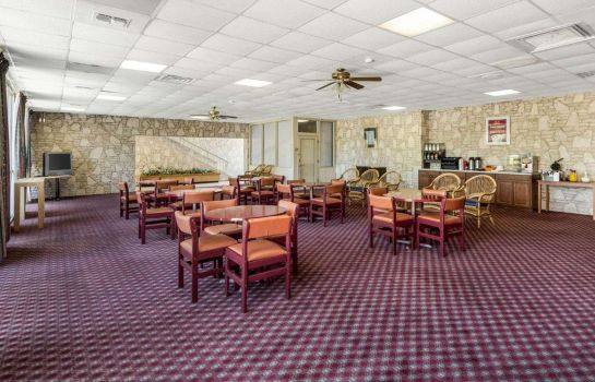 Hall Econo Lodge
