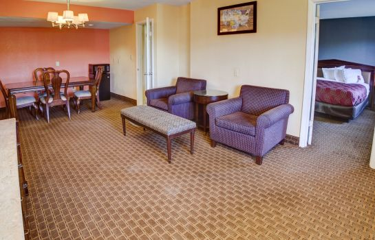 Suite Econo Lodge at Military Circle