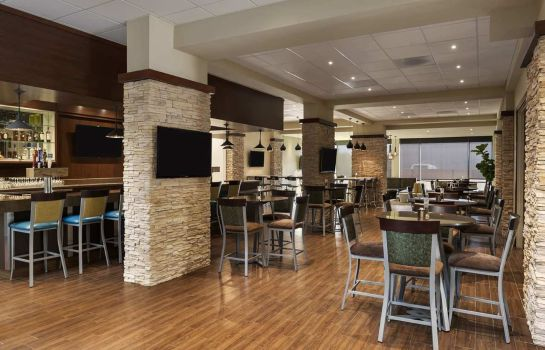 Restaurant Embassy Suites by Hilton Dallas Market Center
