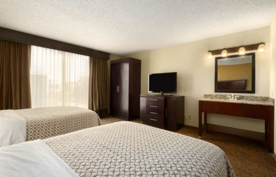 Suite Embassy Suites by Hilton Dallas Market Center