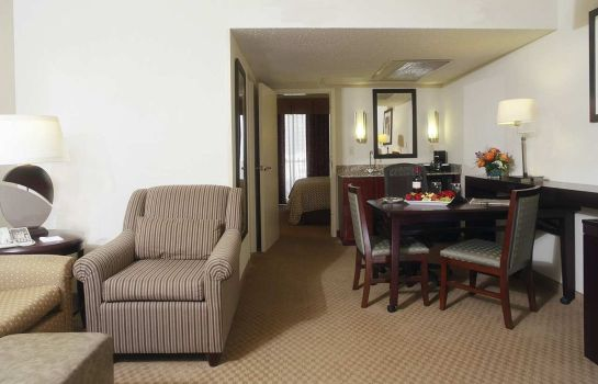 Zimmer Embassy Suites by Hilton Dallas Market Center