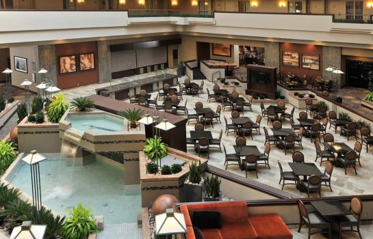 Bar del hotel Embassy Suites by Hilton Des Moines Downtown