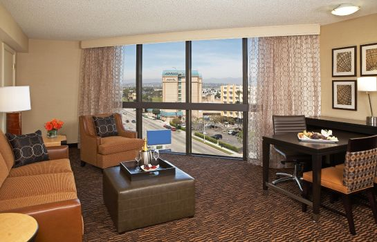 Zimmer Embassy Suites by Hilton Los Angeles Int*l Airport North
