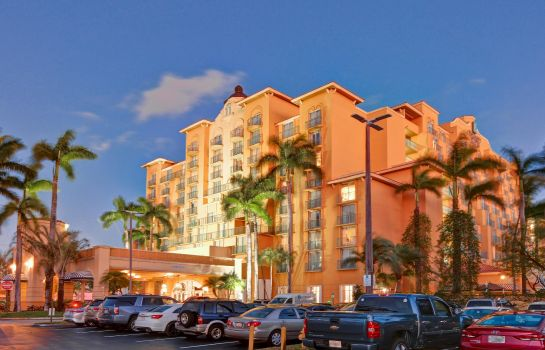 Vista exterior Embassy Suites by Hilton Miami International Airport