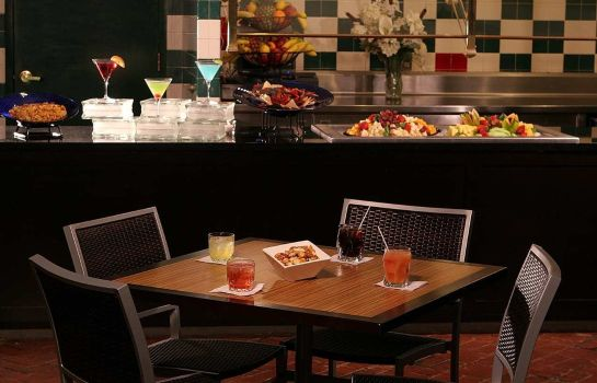 Hotel bar Embassy Suites by Hilton Pittsburgh International Airport