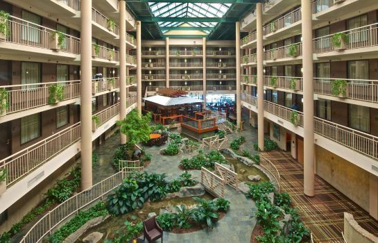 Hall Embassy Suites by Hilton Syracuse