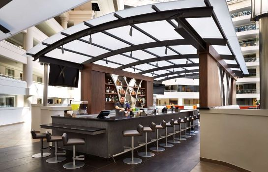 Hotel bar Embassy Suites by Hilton Washington DC Chevy Chase Pavilion