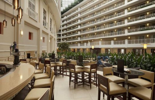 Hotel bar Embassy Suites by Hilton Alexandria Old Town