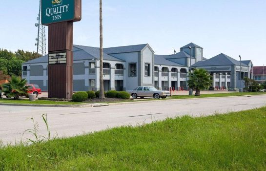 Exterior view Quality Inn Clute