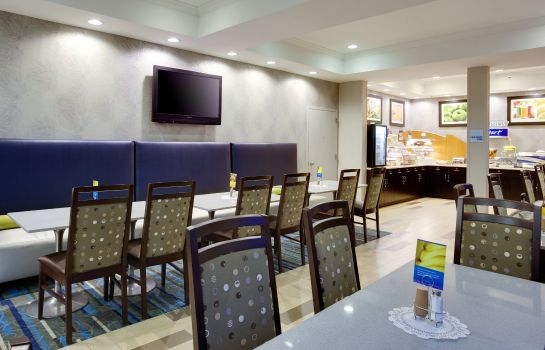 Restaurant Holiday Inn Express & Suites MEADOWLANDS AREA