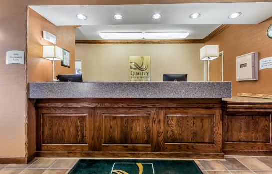 Lobby Quality Inn and Suites Emporia