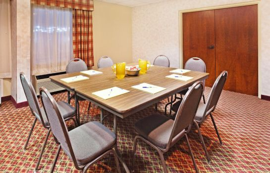 Sala de reuniones MOUNTAIN INN AND SUITES