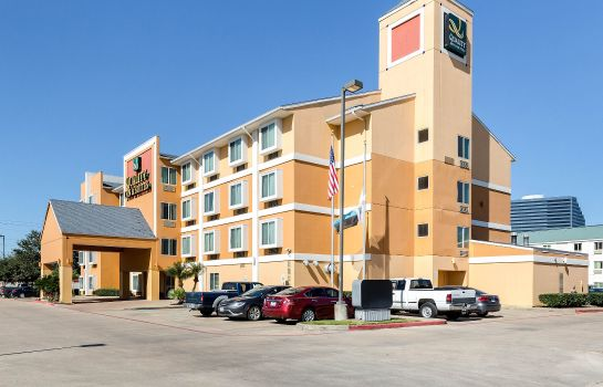Vista exterior Clarion Inn & Suites West Chase
