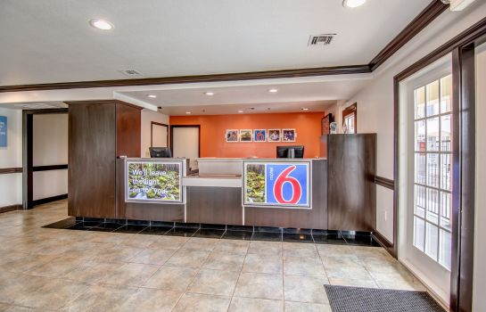 Hall MOTEL 6 LODI CA