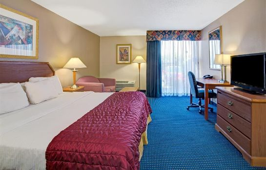 Zimmer BAYMONT INN SUITE FLORIDA MALL