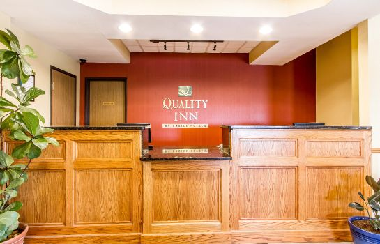 Hall Quality Inn Pontiac