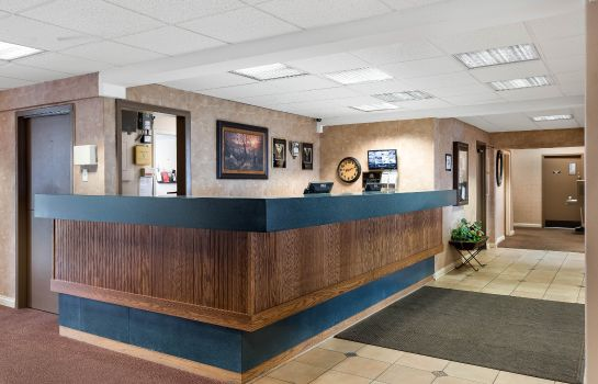 Hall Econo Lodge Inn & Suites Triadelphia - Wheeling