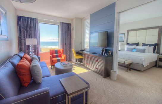 Suite The Waterfront Beach Resort a Hilton Hotel