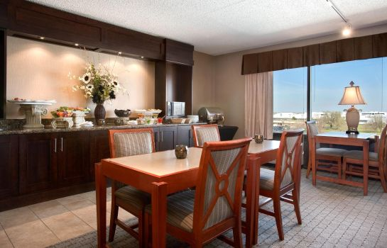 Hotel-Bar DoubleTree by Hilton Wichita Airport