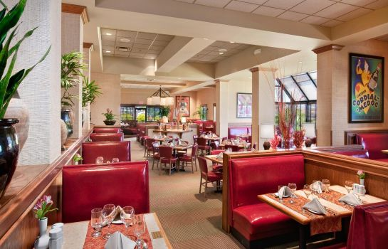 Restaurant DoubleTree by Hilton Wichita Airport