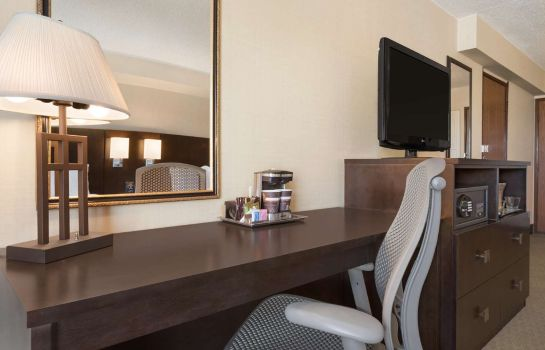 Zimmer DoubleTree by Hilton Wichita Airport