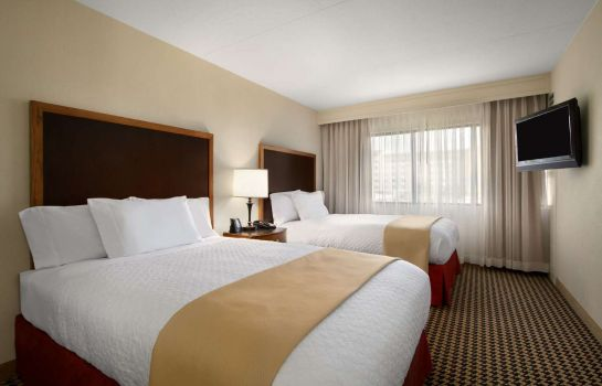 Zimmer Embassy Suites by Hilton Detroit Metro Airport