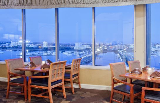 Restaurant Holiday Inn CHARLESTON-RIVERVIEW