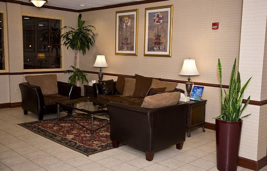 Hall de l'hôtel Four Points by Sheraton Cleveland Airport