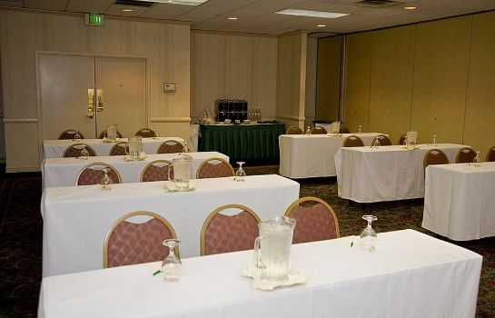 Conference room Four Points by Sheraton Cleveland Airport