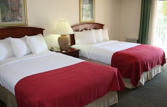 Camera Quality Inn & Suites Tarpon Springs